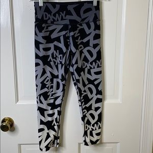 DKNY Activewear Logo Capri Leggings A3